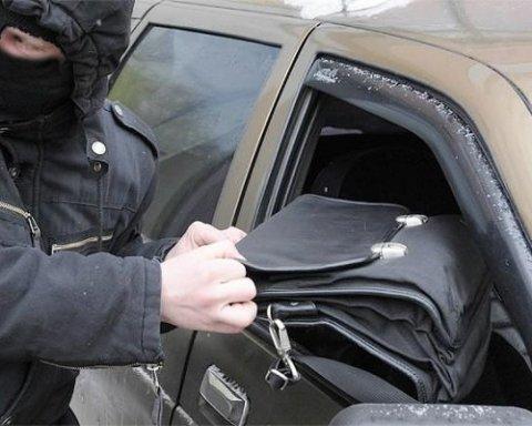 В Киеве прямо на дороге ограбили судью Высшего хозсуда