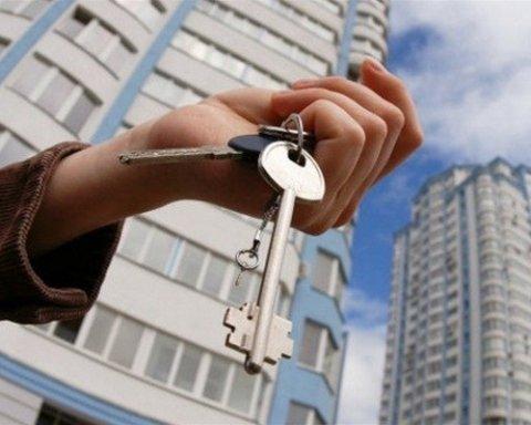Спритні працівник суду та екс-прокурор поцупили житловий будинок