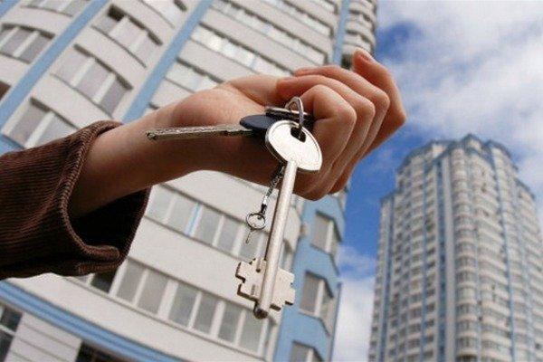 Спритні працівник суду таекс-прокурор поцупили житловий будинок