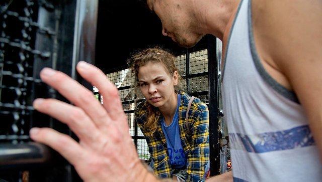 Охотницу наолигархов Настю Рыбку оставили под стражей вТаиланде