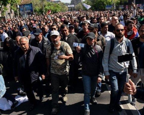 Тотальна непокора у Вірменії: Пашинян закликав прихильників перекрити дороги та аеропорт