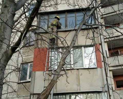 Без їжі і води: горе-матір на три дні зачинила в квартирі дітей
