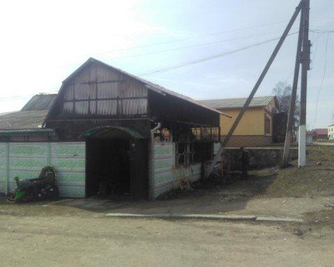 В Житомирской области сгорел магазин с гробами