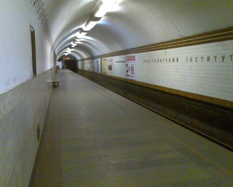 Карантин в Украине: медик объяснил, почему нельзя закрывать метро