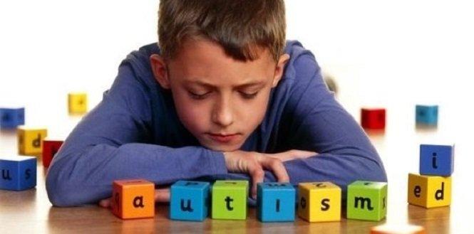 Аутизм у ребенка: Комаровский назвал главные признаки