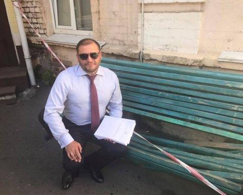 Алкоголь, стипендія та купа антикваріату: що задекларував безхатько Михайло Добкін