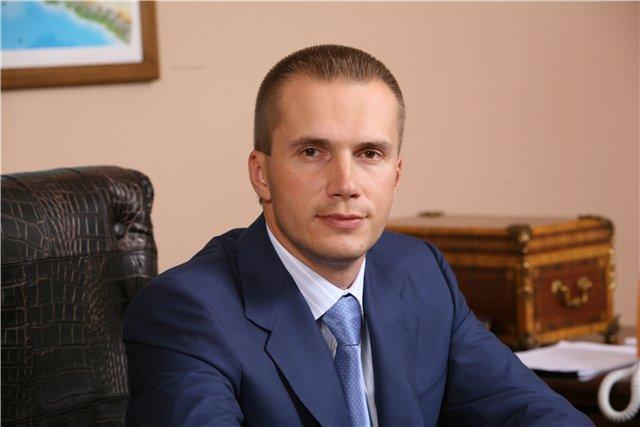 Сын Януковича открестился от компаний, с которых сняли арест