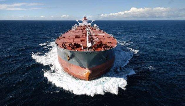 Моторошне зіткнення: в Туреччині танкер протаранив прибережний особняк