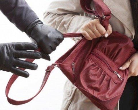 Кияни жорстоко провчили групу кишенькових злодіїв-циган