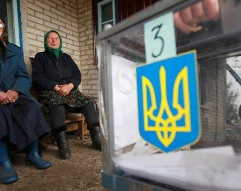 Одразу шість партій скуповували голоси українців на виборах у ОТГ