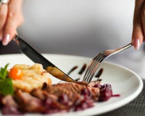 Скільки і що варто їсти, щоб прожити до 100 років