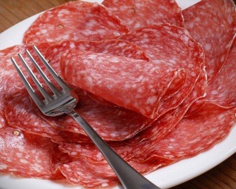 Медики предупредили об опасных последствиях употребления популярного сорта колбасы