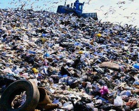 Под Киевом по-тихому выгрузили 40 тонн львовского мусора
