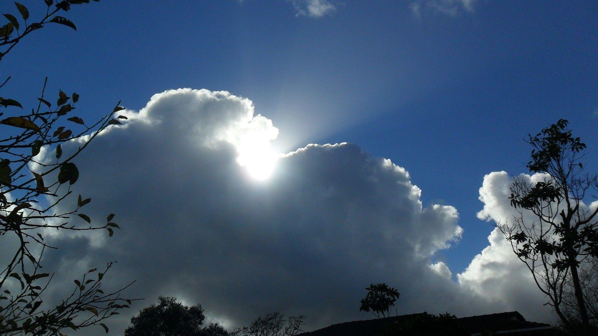 Мінлива хмарність, проте без опадів: прогноз погоди на Прикарпатті