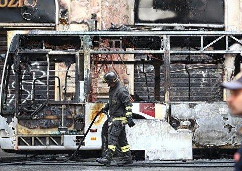 У центрі Рима вибухнув автобус: відео