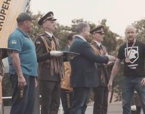 Українці відреагували на відмову від рукостискання з Порошенком бійця АТО