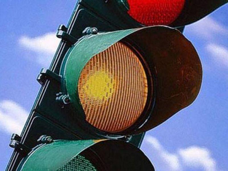 В Украине начали отключать желтый сигнал светофора
