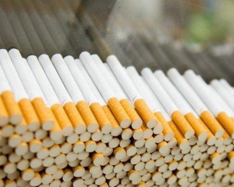 »Дешево, доступно и поштучно» — в Киеве незаконно торгуют сигаретами