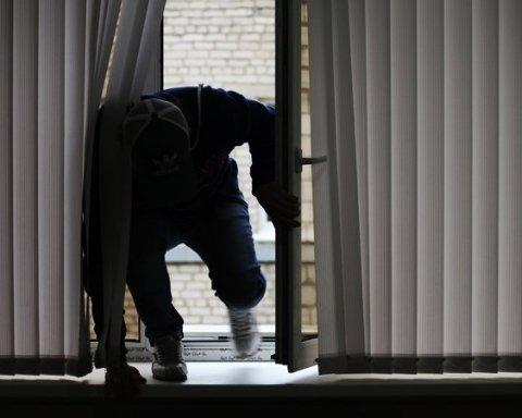 Київський домушник втік від копів через вікно, але невдало