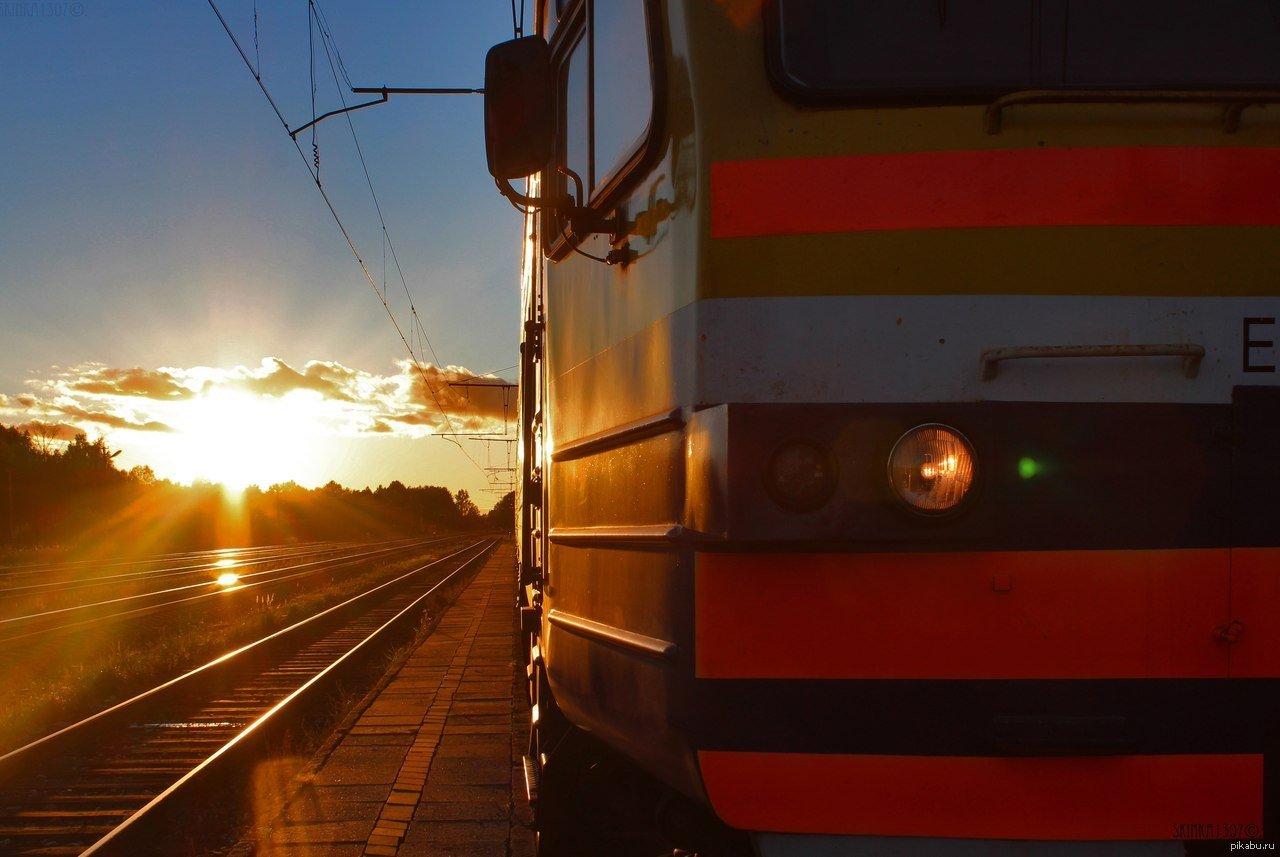 Грузовик протаранил поезд, водитель погиб