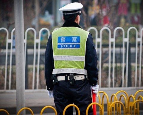 Заставляли есть свинину: СМИ узнали о жестоких преследованиях мусульман в Китае
