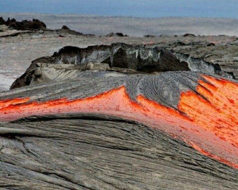 Опубликованы потрясающие кадры извержения вулкана на Гавайях