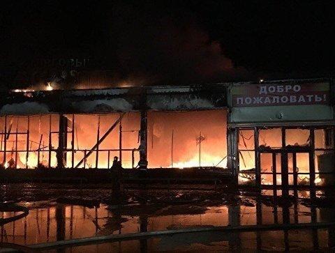 Сразу два торговых центра горели в российском городе