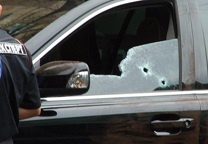 ВКиеве расстреляли автомобиль предпринимателя