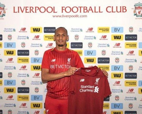 """Новачок """"Ліверпуля"""" підписався на роздруківці прес-конференції, прийнявши її за контракт (фото)"""