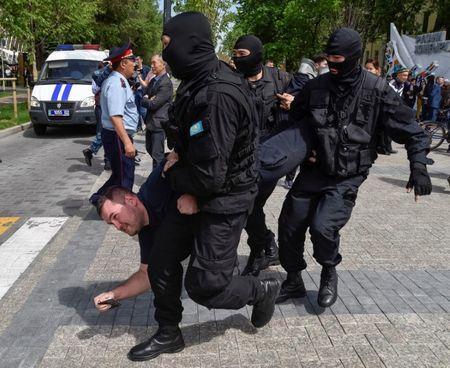Казахстан охватили массовые протесты