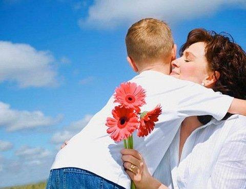 День матері в Україні: коли відзначають і що варто знати про свято