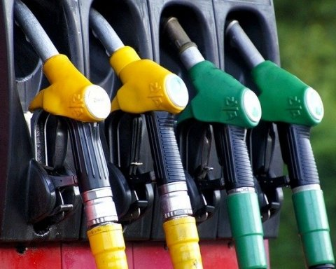 Бензин в Украине подорожал еще на полгривни