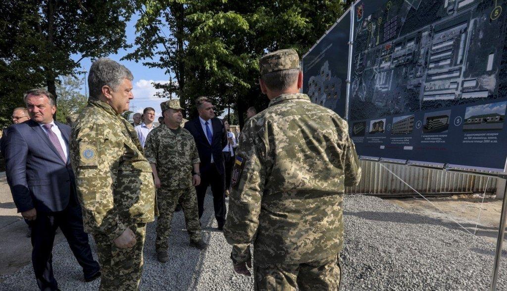 Порошенко потребовал больше противотанковых ракетных комплексов для Донбасса