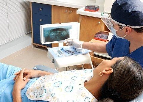 Стоматологический скандал в Днепре: в городе закрывают госклиники для взрослых и детей