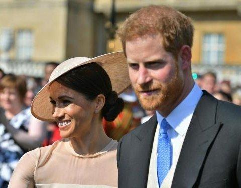 Меган Маркл у сукні за 600 евро та Принц Гаррі вперше з'явились на публіці після весілля