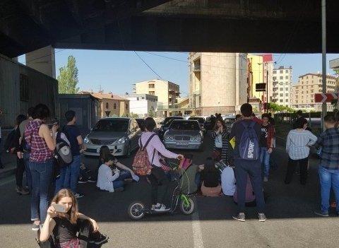 Бунтівний Єреван: рух в місті майже паралізовано