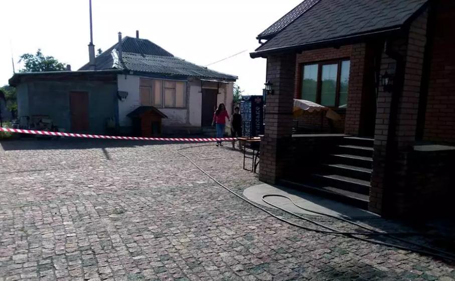 На подвір'ї депутата прогримів вибух: перші подробиці