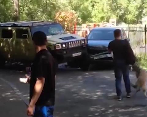Нахабний водій заради забавки ледь не вбив пасажирів з дітьми (відео)