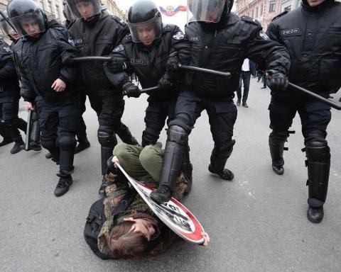 Масова акція протесту в Москві: затримані сотні людей