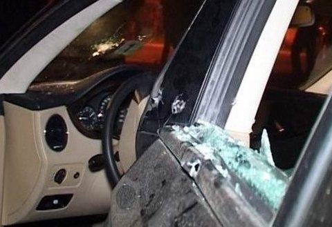 Авто бизнесмена расстреляли на стоянке