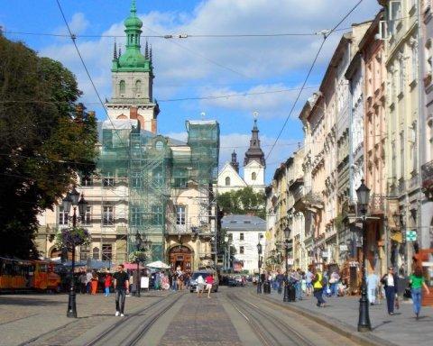 У центрі Львова з невідомих причин помер турист з Польщі