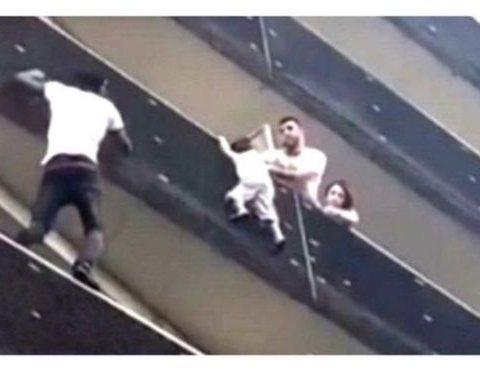 """Ким виявилася """"Людина-Павук"""", яка врятувала дитину у Франції"""