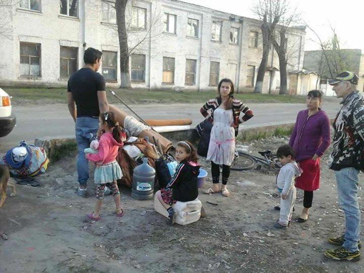 Сотни ромов снова «оккупировали» Киев: устраивают стычки и разбрасывают горы мусора