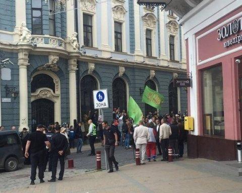 Ультраправые и священники сорвали ЛГБТ-фестиваль