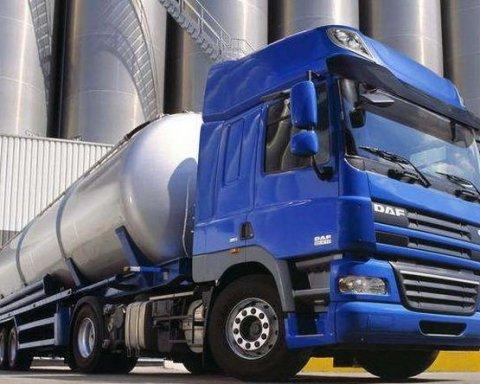 В Україні повідомили про проблеми із розмитненням бензину