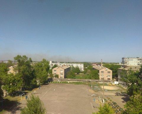 В Балаклее на военном складе взрываются боеприпасы: людей эвакуируют