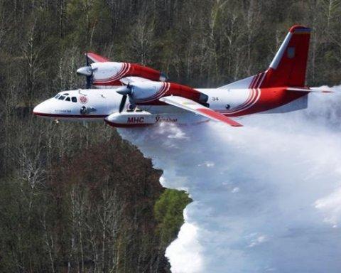 Взрывы в Балаклее: для тушения пожара используют авиацию