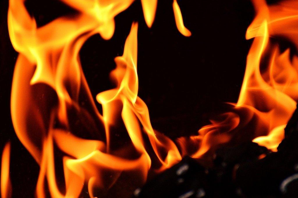 Лесные пожары в России: дым от очага окутал часть Казахстана