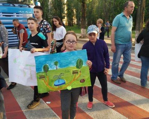 """Люди влаштували """"бунт"""" через знищення парку: реакція Холодницького вражає (фото)"""