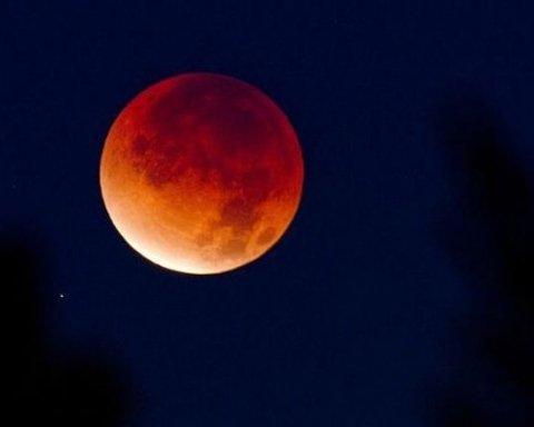 Найдовше місячне затемнення століття: коли і де можна буде спостерігати